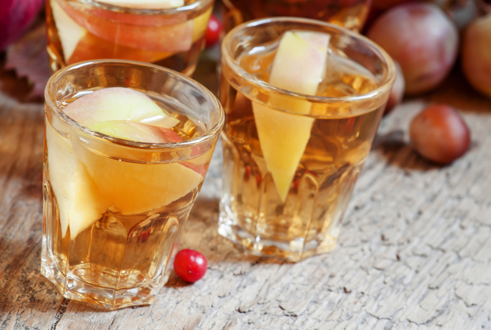 Apple juice with slices of fresh apples