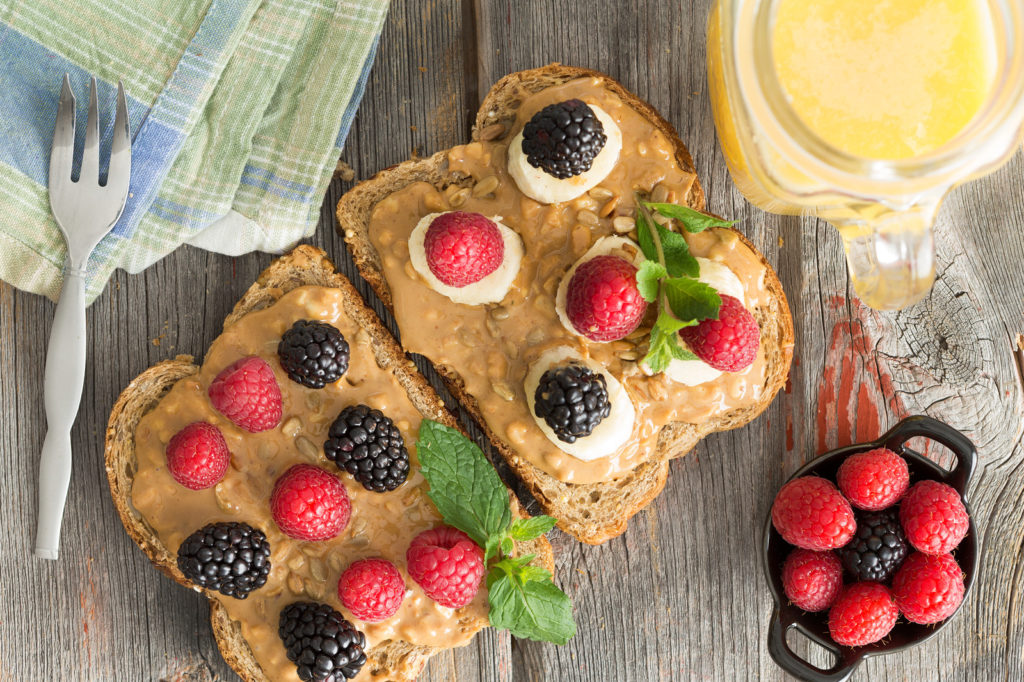 vegan-breakfast-idea-toast-with-peanut-butter-and-fruit