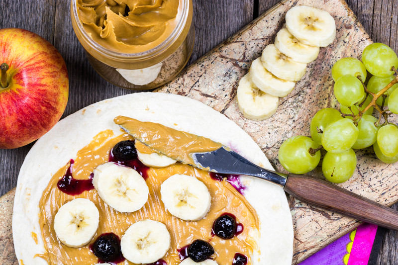 vegan-breakfast-idea-tortilla-with-fruits